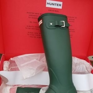 Brand new hunter boots all sizes Retail for $159